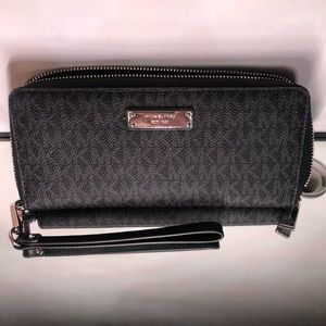 Michael Kors Black/Large Signature Wallet Wristlet